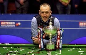 Mark Williams, 2018 World Snooker Champion with trophy